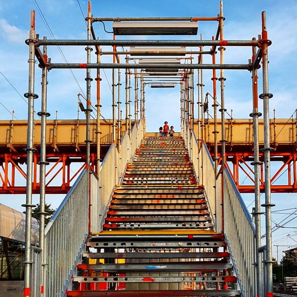 #treppenhausfreitag vom #Bahnhof in #Forchheim. Den erkennt man kaum wieder, wenn man länger nicht da war... #staircasefriday #staircases_fireescapes #treppe #stairwaytoheaven #igersforchheim #forchheimshots #FränkischeSchweiz #igersnürnberg_on_tour #theworldneedsmorespiralstaircases #staircase #bluesky #nordbayern_de #igersfranconia #ig_franken #br_franken #infranken #symmetrykillers #allhailsymmetry