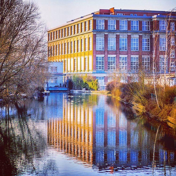 Soo... hier zur Abwechslung mal wieder was in Sachen unbewegte Bilder. ^^ Hab es seitdem leider nicht nochmal mit der Knipse vor die Tür geschafft. Dafür gibts ne Extraportion Instagram-Filter. xD #ForchheimShots #Winter #BlauerHimmel #BlueSky #Industrie #Architektur #Industry #Architecture #Klinker #Forchheim #Fotografie #Foto #Photography #Photo #StreetPhotography #Franken #Franconia #igersforchheim #FilterOverkill