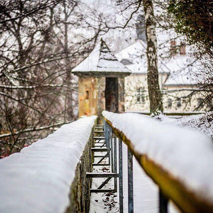 Das sieht ja schon alles ganz cool aus im Winter *höhö* ??... Aber so langsam hätt ich dann doch ma wieder Lust auf Frühling... #Winter #Eis #Ice #Schnee #Snow #Stadtmauer #Wall #Geländer #Forchheim #ForchheimShots #Franken #Franconia #Fotografie #Foto #Photography #Photo #StreetPhotography #igersforchheim