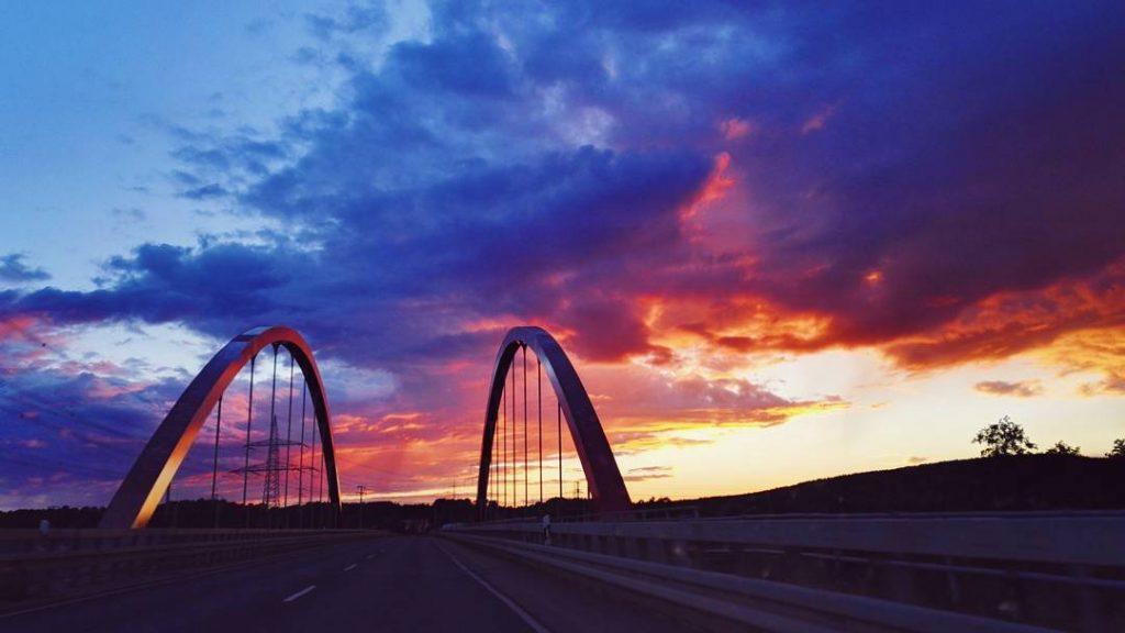S U N S E T ? #sonnenuntergang #sunset #sonne #lilawolken #brücke #bride #redbridge #forchheim #hausen #470 #franzjosefstraussstraße #potd #forchheimviews #igersforchheim #forchheimshots